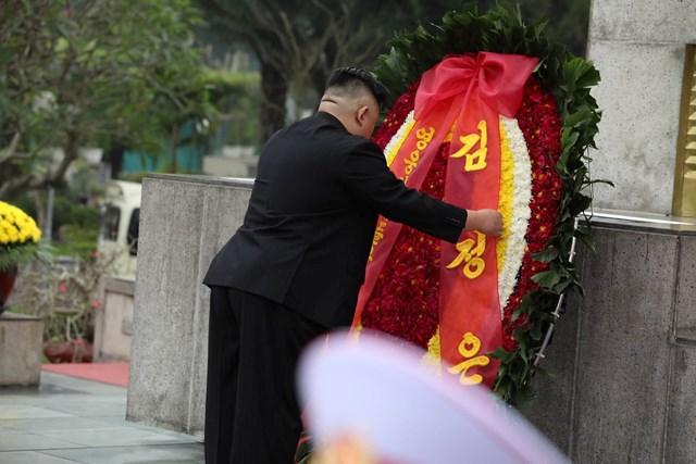 [ẢNH] Chủ tịch Triều Tiên Kim Jong-un vào lăng viếng Chủ tịch Hồ Chí Minh - 6