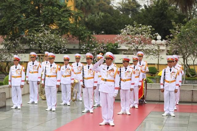 [ẢNH] Chủ tịch Triều Tiên Kim Jong-un vào lăng viếng Chủ tịch Hồ Chí Minh - 8