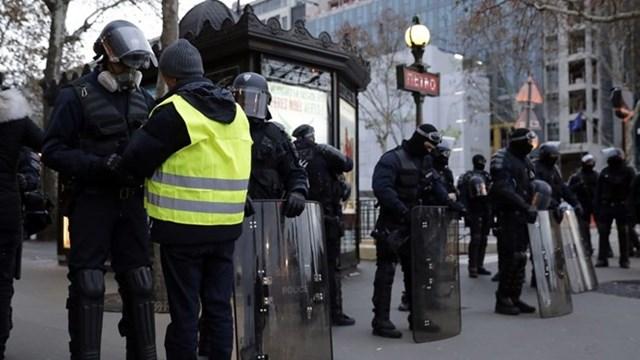 Pháp: Người biểu tình bắt đầu tuần hành trên Đại lộ Champs-Elysees