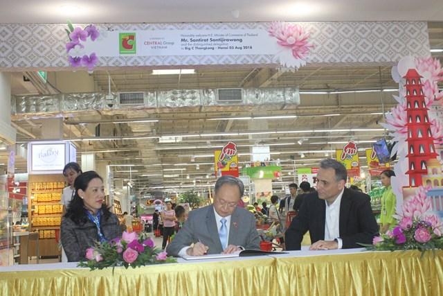 Bộ trưởng Thương mại Thái Lan đến Big C tìm hiểu sản phẩm Việt - 1