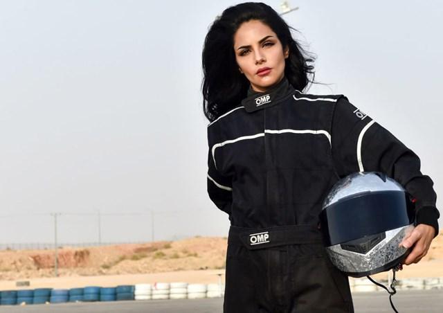 Người đẹp phương Đông chinh phục đam mê đua xe - 1
