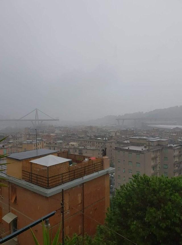 Thảm kịch sập cầu đường bộ tại Italy, hàng chục người chết - 1