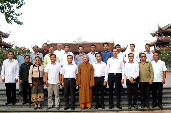 Chủ tịch UBTƯ Mặt trận Lào xây dựng đất nước tham quan các mô hình kinh tế - 5