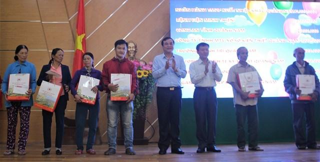 Phát động và trao quà 'Tết vì người nghèo và nạn nhân chất độc da cam' tại Quảng Nam - 2