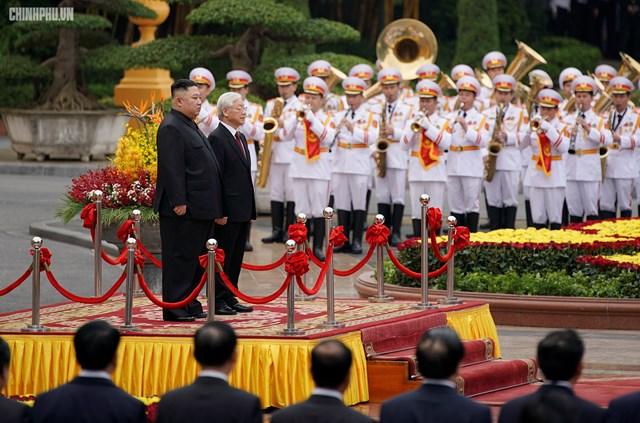 [ẢNH] Tổng Bí thư, Chủ tịch nước Nguyễn Phú Trọng đón, hội đàm với Chủ tịch Kim Jong-un - 3