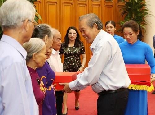 Phó Thủ tướng tiếp Đoàn người có công tỉnh Thừa Thiên-Huế