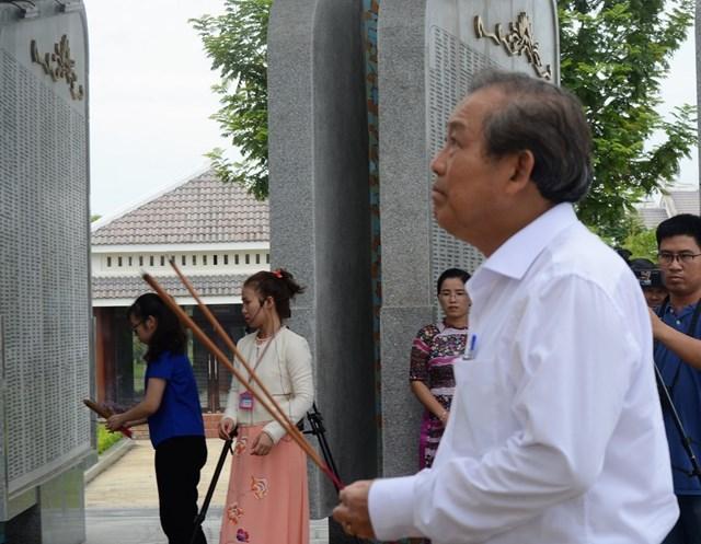 Phó Thủ tướng Trương Hòa Bình tri ân anh hùng liệt sỹ tại Quảng Nam - 1