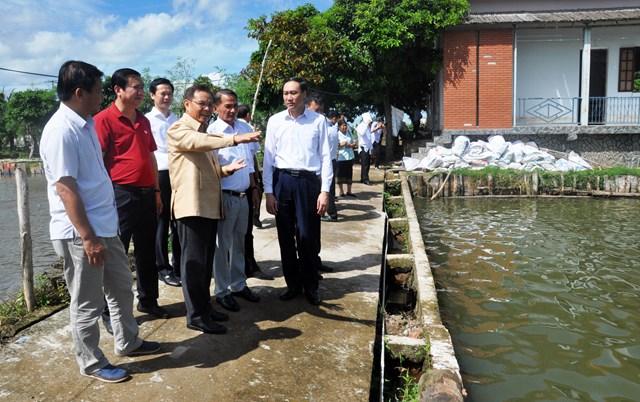 Chủ tịch UBTƯ Mặt trận Lào xây dựng đất nước tham quan các mô hình kinh tế