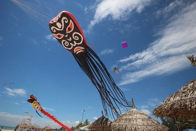 Nhiều ca sỹ nổi tiếng biểu diễn tại đêm khai mạc Festival du lịch biển Tam Kỳ