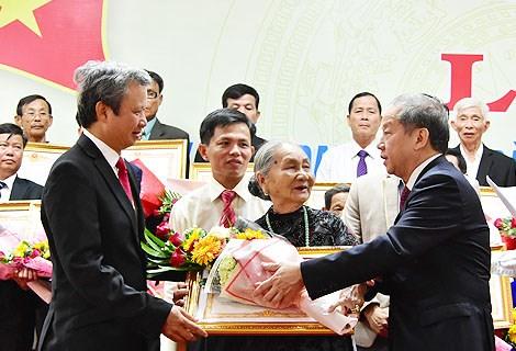 Truy tặng danh hiệu Bà mẹ Việt Nam Anh hùng cho 73 Mẹ