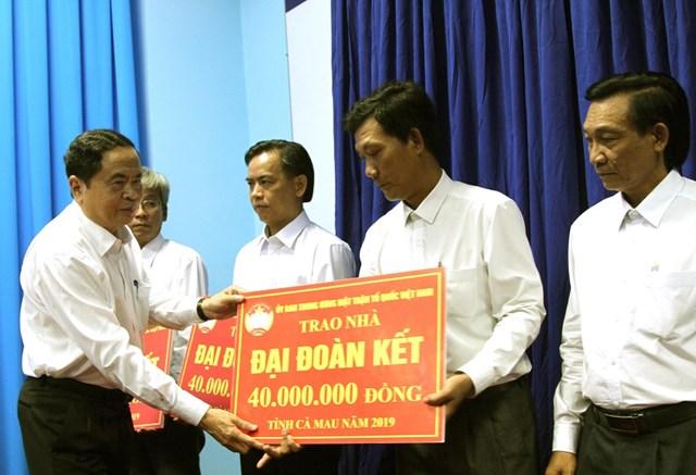 Chủ tịch Trần Thanh Mẫn trao 9 căn nhà đại đoàn kết cho Cà Mau - 4