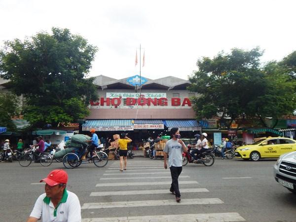 Một bảo vệ chợ Đông Ba bị đâm gục tại chỗ