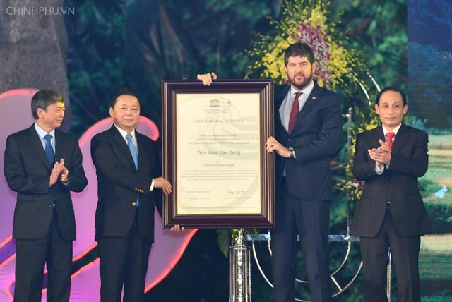 Non nước Cao Bằng đón nhận danh hiệu Công viên địa chất toàn cầu - 2