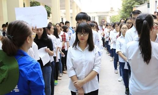 Gần 1.000 tình nguyện viên tiếp sức thi đánh giá năng lực