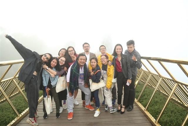 Showbiz Việt 'Gặp gỡ mùa thu', khám phá xứ sở Cầu Vàng - 5