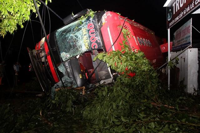 Vụ lật xe khách ở QL 26: Đã xác định danh tính các nạn nhân - 1