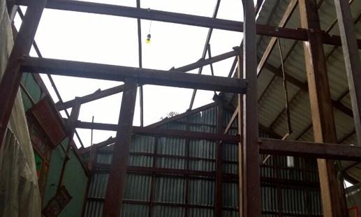 Hỗ trợ dân bị giông 'kéo đổ' nhà tại huyện Gò Quao - 1