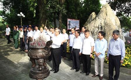 Thường trực Ban Bí thư dâng hương tưởng nhớ các liệt sĩ tại tỉnh Thái Nguyên