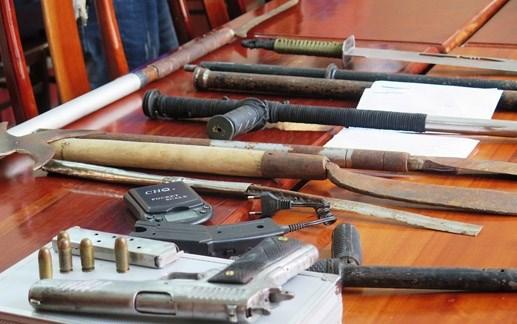 Khởi tố bổ sung tội tàng trữ trái phép vũ khí quân dụng - 1