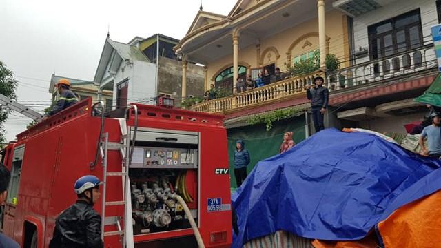 Nghệ An: Cháy kho hàng phục vụ cạnh chợ Vinh - 1