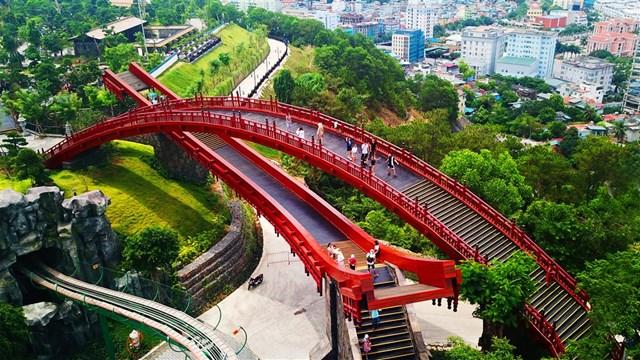 [ẢNH]Choáng ngợp với vẻ đẹp siêu lãng mạn của cây cầu hot nhất phim 'Cả một đời ân oán' - 3