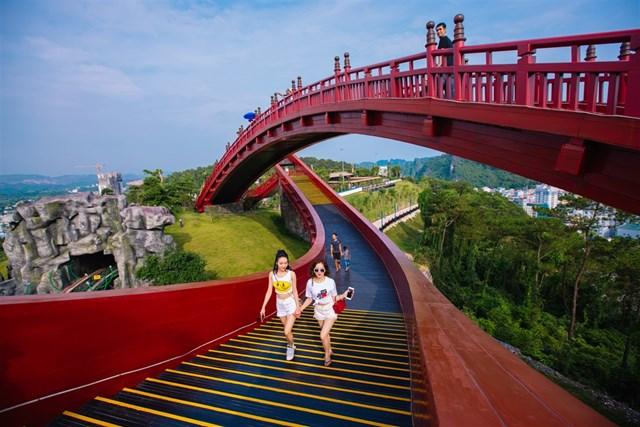 [ẢNH]Choáng ngợp với vẻ đẹp siêu lãng mạn của cây cầu hot nhất phim 'Cả một đời ân oán' - 4