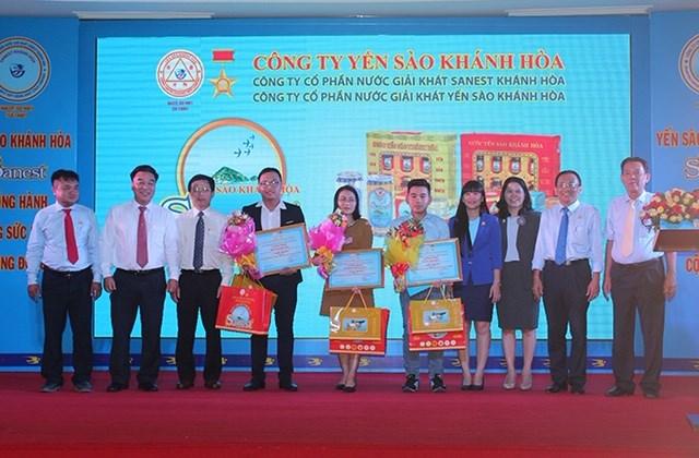 Trao giải cuộc thi viết 'Yến sào Khánh Hòa và Sanest đồng hành cùng sức khỏe cộng đồng'