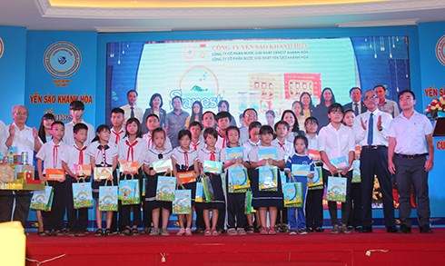 Trao giải cuộc thi viết 'Yến sào Khánh Hòa và Sanest đồng hành cùng sức khỏe cộng đồng' - 1