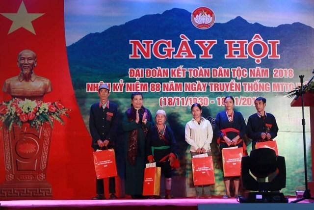 Phó Chủ tịch Thường trực Quốc hội Tòng Thị Phóng dự Ngày hội Đại đoàn kết tại xã Ba Vì, Hà Nội - 2