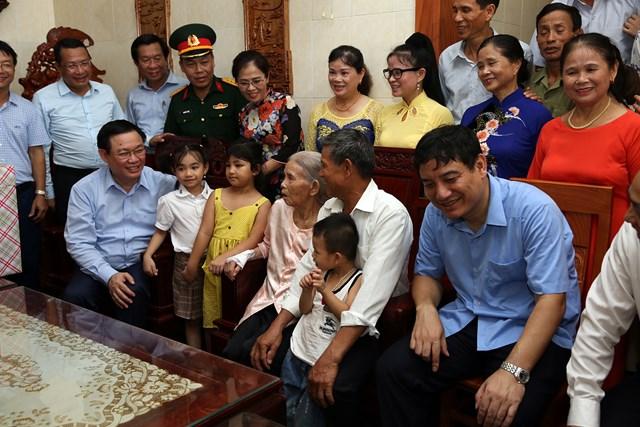 Phó Thủ tướng Vương Đình Huệ tri ân các Anh hùng Liệt sỹ - 1