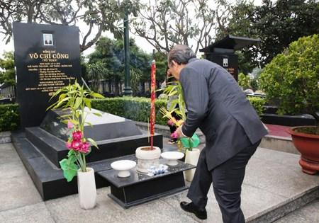 Phó Thủ tướng Thường trực dâng hương tưởng nhớ các anh hùng liệt sĩ - 3