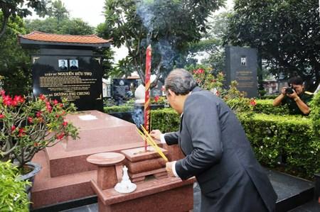 Phó Thủ tướng Thường trực dâng hương tưởng nhớ các anh hùng liệt sĩ - 4