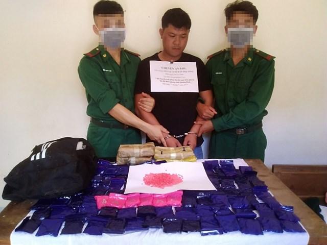 Bắt giữ đối tượng người Lào vận chuyển 24.000 viên ma túy qua biên giới