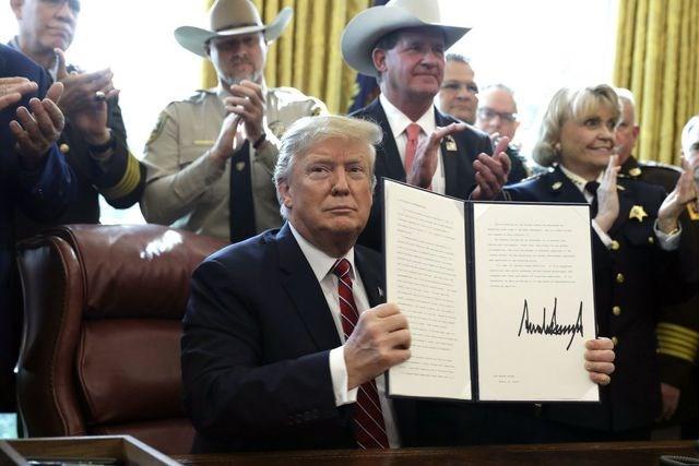 Tổng thống Trump lần đầu dùng quyền phủ quyết