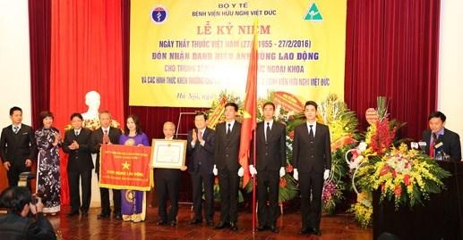 Trung tâm Gây mê - Hồi sức ngoại khoa BV Việt Đức nhận Danh hiệu Anh Hùng lao động