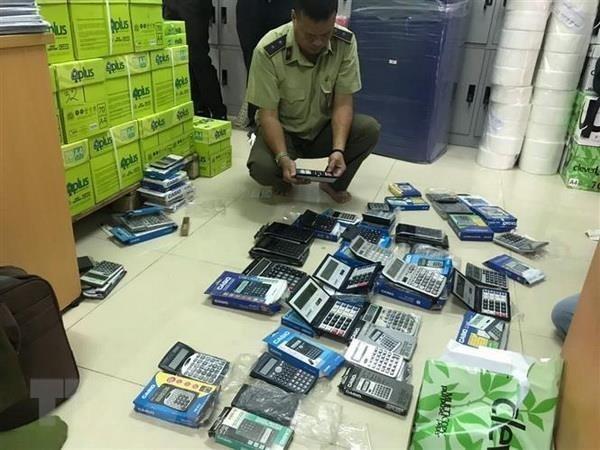 Thu giữ hàng trăm máy tính Casio nghi bị làm giả, làm nhái