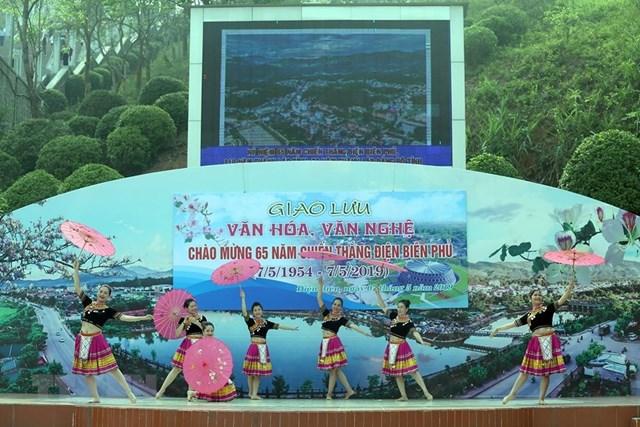 Đồng bào các dân tộc đón mừng ngày chiến thắng Điện Biên Phủ - 2