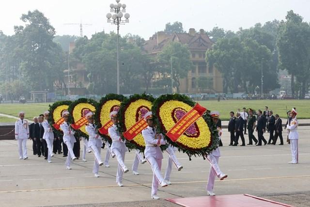 Lãnh đạo Đảng, Nhà nước, MTTQ tưởng niệm các Anh hùng, Liệt sỹ - 2