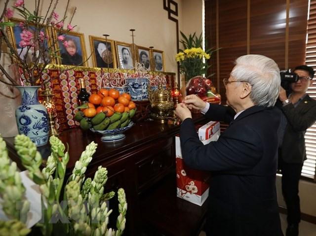 Thắp hương tưởng niệm nguyên Tổng Bí thư Lê Duẩn, Trường Chinh - 2