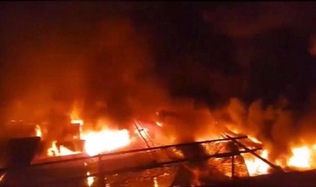 Gần 45 ki-ốt chợ huyện Ea Kar bị thiêu rụi trong đêm