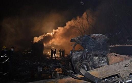 Xe tải nổ tung trên cao tốc Trung Quốc, 25 người thương vong