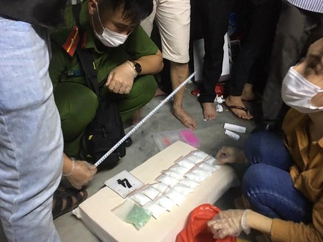 Bắt đối tượng cùng ma túy 'nước biển' lần đầu tiên xuất hiện tại Huế - 1