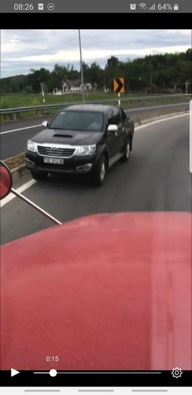 Ô tô chạy ngược chiều trên đường dẫn vào cao tốc