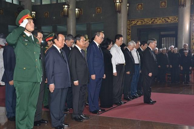Lãnh đạo Đảng, Nhà nước, MTTQ Việt Nam viếng ông Trần Quốc Hương - 1