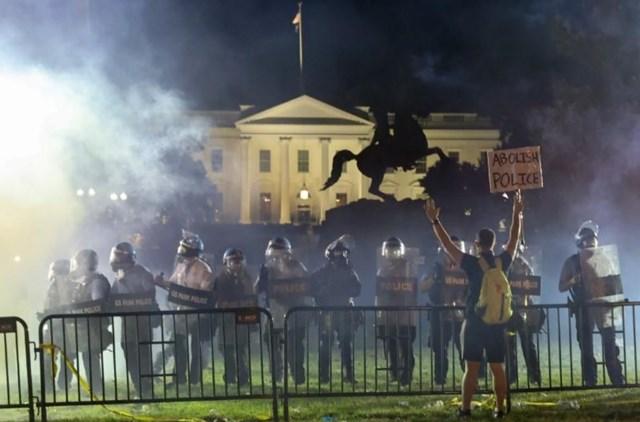 Nước Mỹ hỗn loạn do biểu tình bạo lực