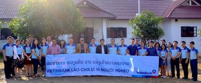 VietinBank Lào chia sẻ vì người nghèo - 2