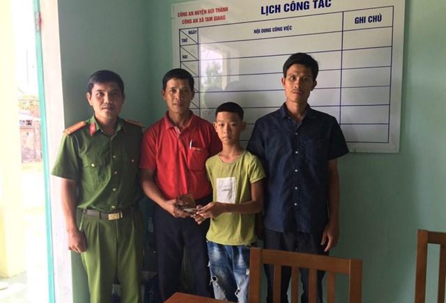 Quảng Nam: Một học sinh lớp 6 trả lại tài sản cho người đánh rơi