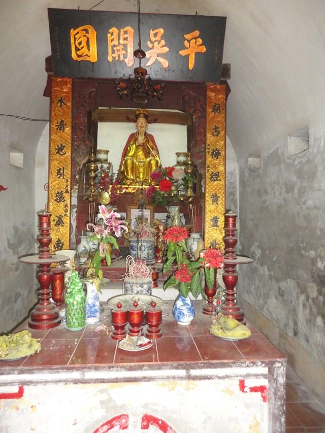 Hai đền thờ danh nhân đất Việt - 1