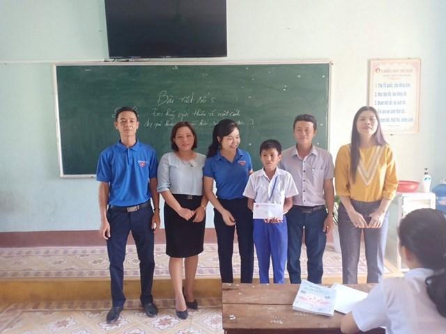 Quảng Trị: Biểu dương hai học sinh nhanh trí cứu bạn đuối nước