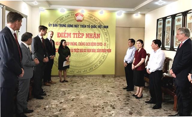 Phó Chủ tịch Trương Thị Ngọc Ánh tiếp nhận 100.000 USD ủng hộ phòng, chống dịch - 1